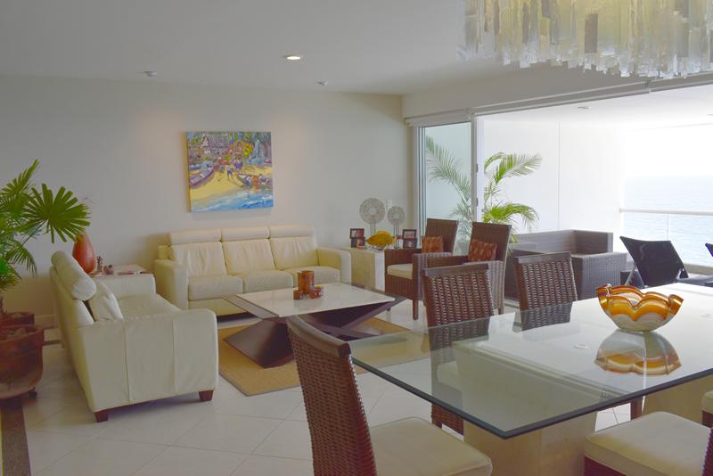 Sala y comedor Condominio con vista al Mar en Venta Villa Magna Nuevo Vallarta