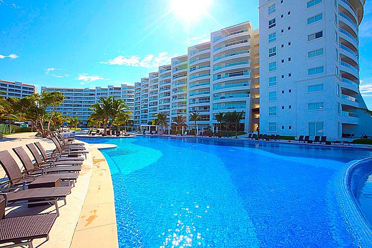 Sun Chairs Villa Magna Ground Floor Condominium Beach-Front Nuevo Vallarta