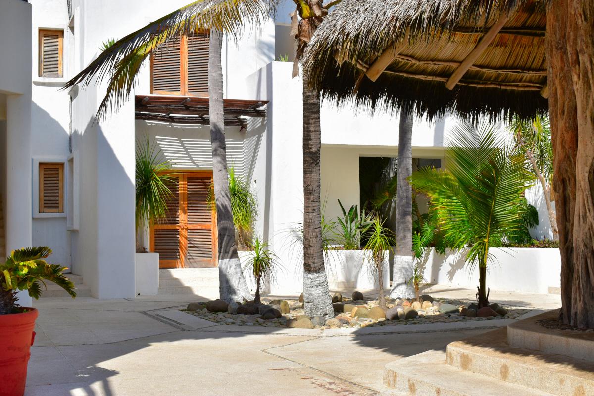 Acceso Casa la Palapa frente al mar en venta Nuevo Vallarta