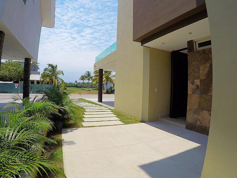 Acceso entrada Casa Vista Lagos Paradise Village El Tigre Nuevo Vallarta Nayarit México