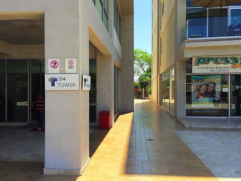 Acceso Local comercial en venta Plaza 3.14 Living Nuevo Vallarta