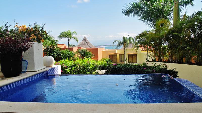Swimming pool Condominium Punta Esmeralda La Cruz de Huanacaxtle Riviera Nayarit