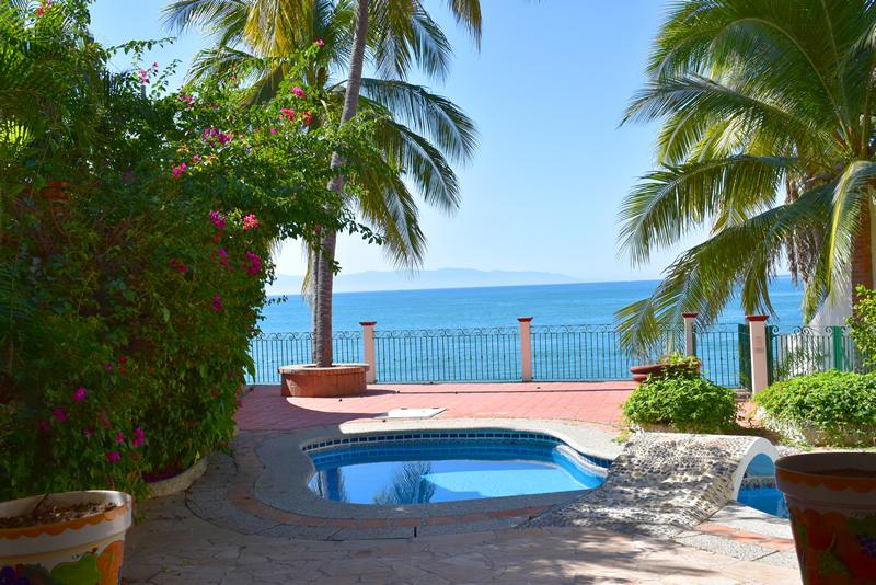 Alberca con vista al mar Casa frente a la playa en venta Bucerías