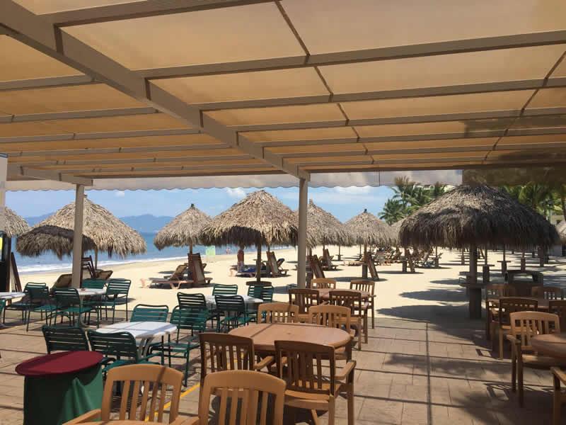Área de descanso playa Paradise Village El Tigre Golf Country Club Nuevo Vallarta
