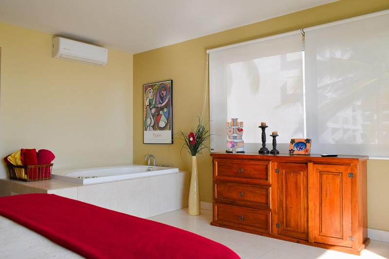 Baño con jacuzzi VillaMagna Nuevo Vallarta Condominio amueblado con vista al Mar