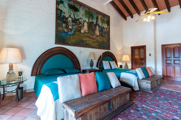 Bedroom-with-two-beds-villa-punta-iguana-in-marina-vallarta-puerto-vallarta