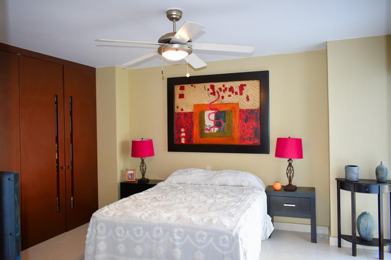 Cama habitación VillaMagna Nuevo Vallarta Condominio amueblado con vista al Mar