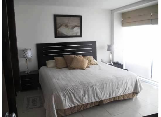 Cama recámara principal Condominio Villa Magna Nuevo Vallarta