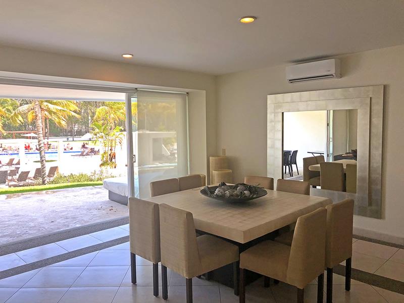 Comedor con vista a albercas Residencial Villa Magna Nuevo Vallarta Departamento en Venta