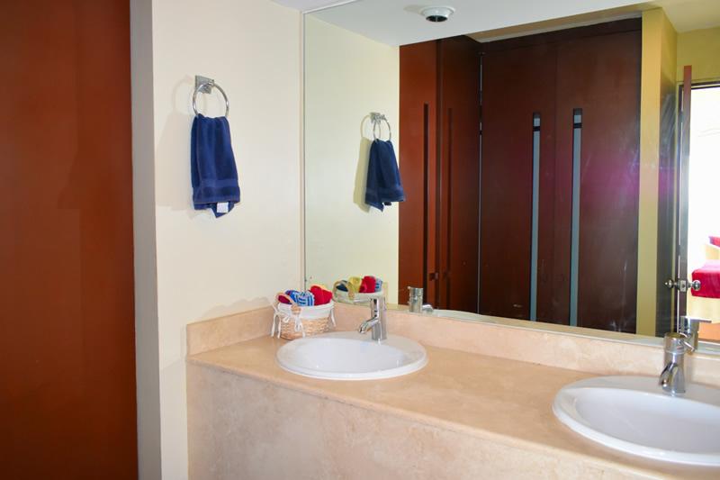 Decoración baño VillaMagna Nuevo Vallarta Condominio amueblado con vista al Mar