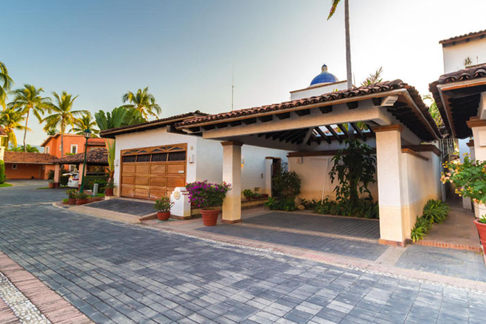 Entrance-villa-punta-iguana-in-marina-vallarta-puerto-vallarta