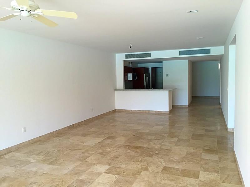 Espacio sala Condominio Isla Palmares en el Campo de Golf El Tigre en Nuevo Vallarta