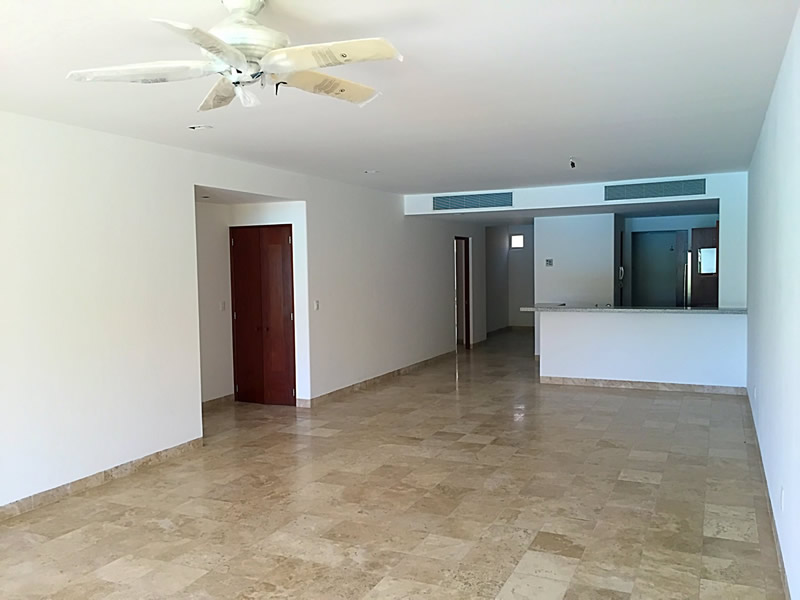 Espacio sala y comedor Condominio Isla Palmares en el Campo de Golf El Tigre en Nuevo Vallarta