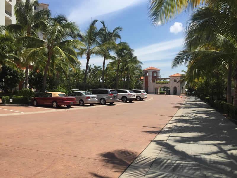 Estacionamiento Paradise Village El Tigre Golf Country Club Nuevo Vallarta