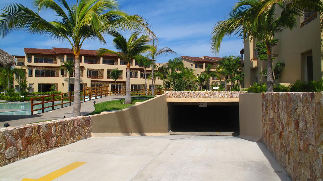 Estacionamiento subterráneo Desarrollo Isla Palmares en el Tigre Club de Golf en Nuevo Vallarta
