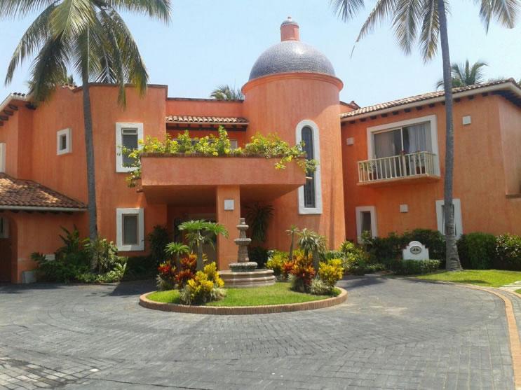 Fachada Casa Punta Iguana en Marina Vallarta en Puerto Vallarta