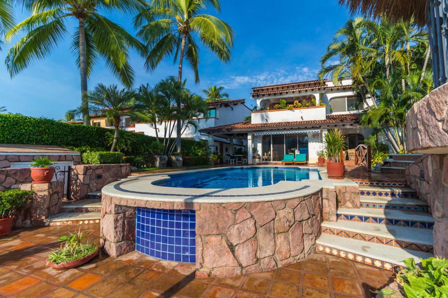 Fachada-trasera-Casa Punta Iguana en Marina Vallarta Puerto Vallarta