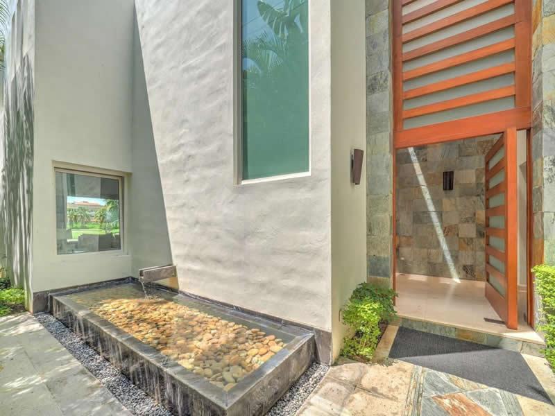 Fuente en entrada Casa con alberca en venta El Tigre Nuevo Vallarta, Nayarit