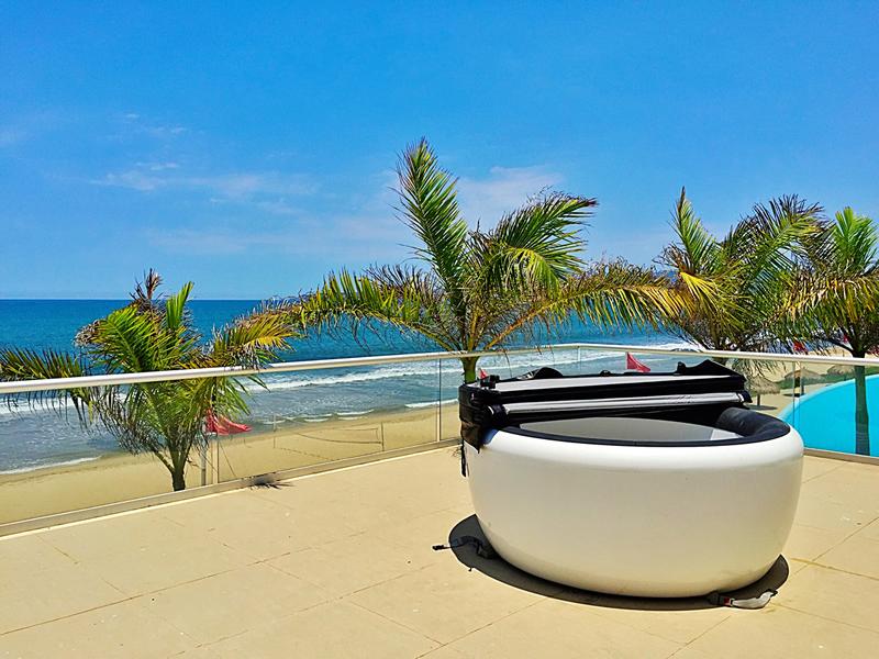 Jacuzzi en terraza penthouse en venta Condominio Península en Nuevo Vallarta Nayarit