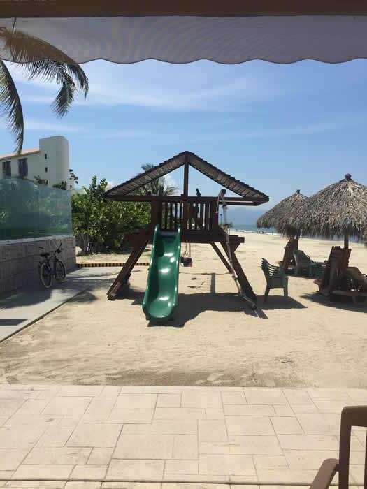 Juegos infantiles en playa Paradise Village El Tigre Golf Country Club Nuevo Vallarta