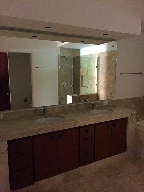 Lavamanos baño Condominio Isla Palmares en el Campo de Golf El Tigre en Nuevo Vallarta