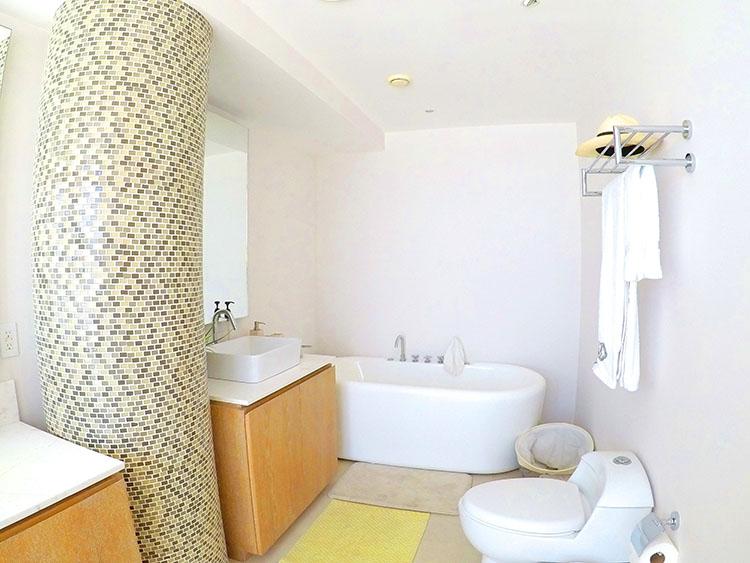 Master Bathroom Bath Tub, Penthouse Beach-Front Peninsula Nuevo Vallarta Mexico