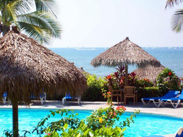 Palapas Desarrollo Playa Royale en Nuevo Vallarta
