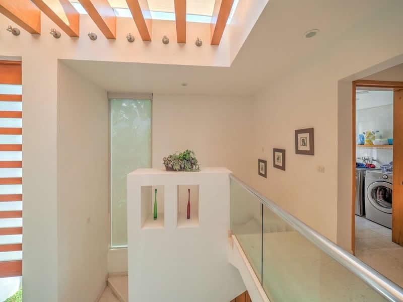 Pasillo escalera Casa con alberca en venta El Tigre Nuevo Vallarta