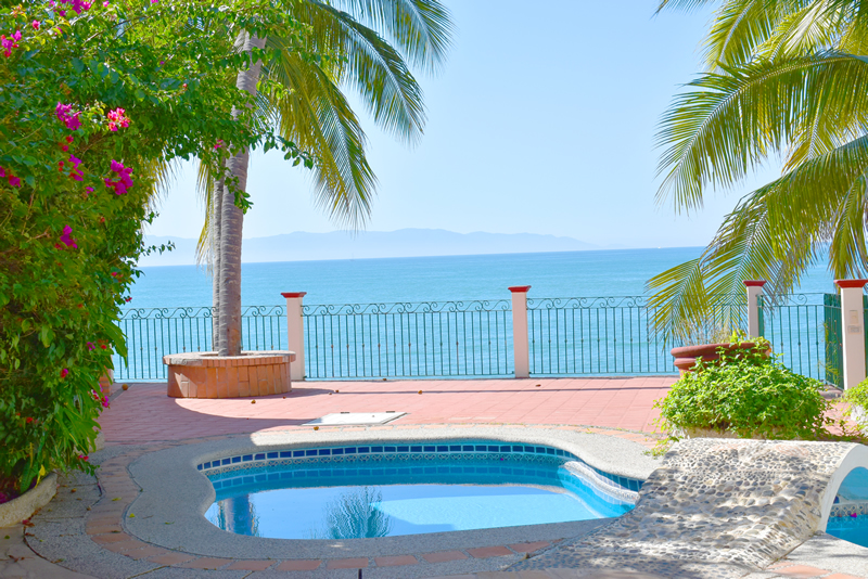 Piscina Casa frente a la playa con vista al mar en venta Bucerías