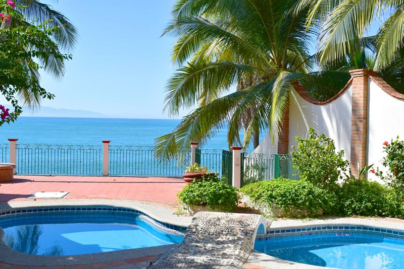 Piscina con vista al oceano Casa frente a la playa en venta Bucerías