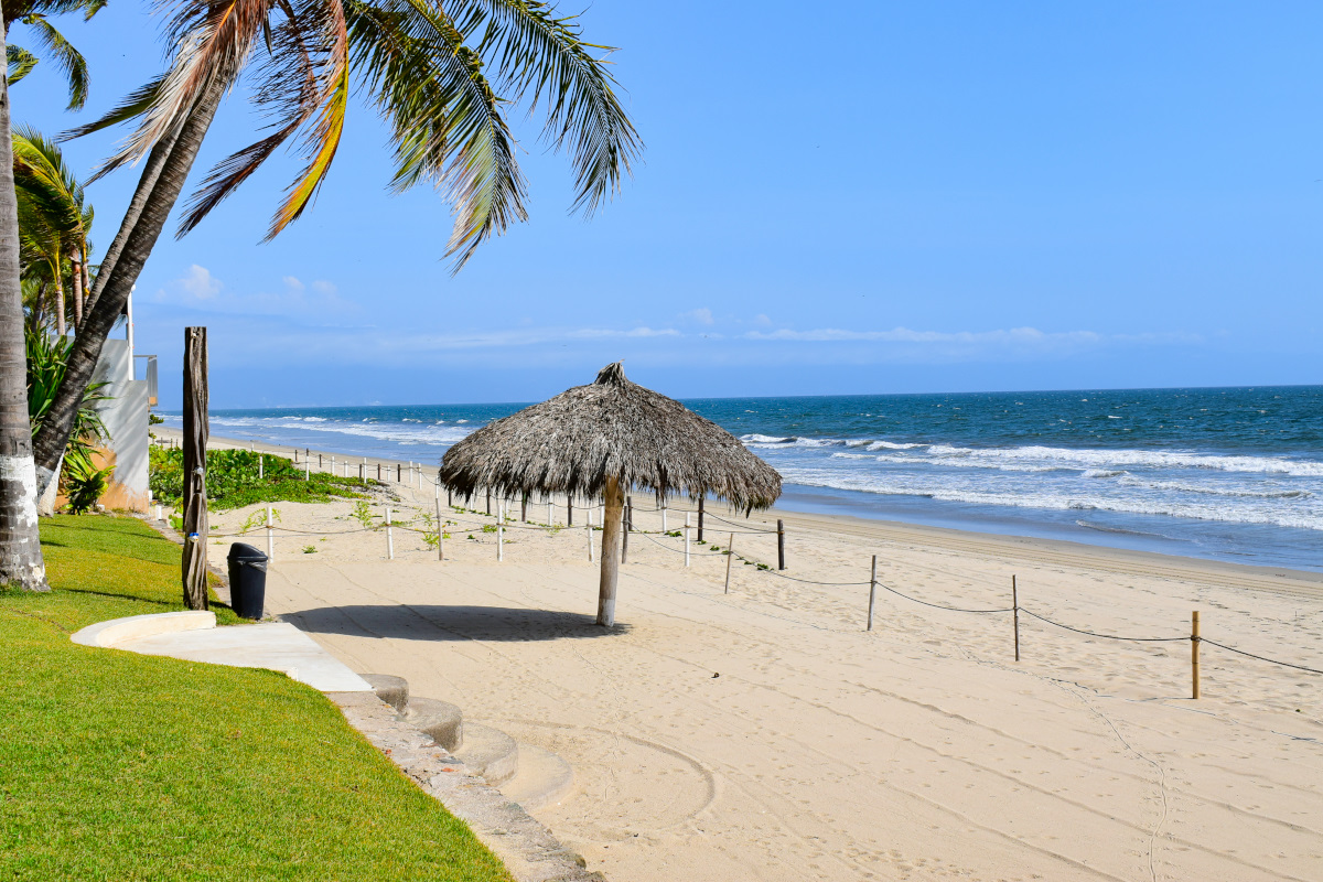 Playa privada Casa la Palapa frente al mar en venta Nuevo Vallarta