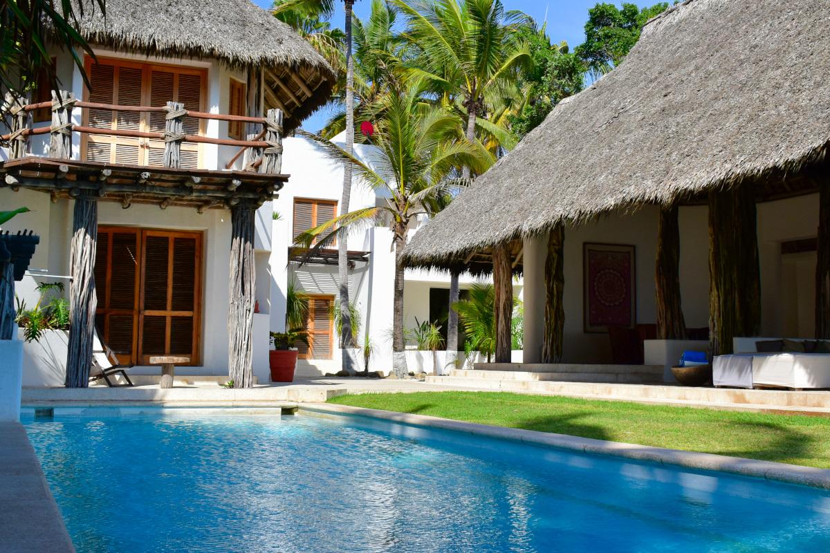 Pool Casa la Palapa frente al mar en venta Nuevo Vallarta