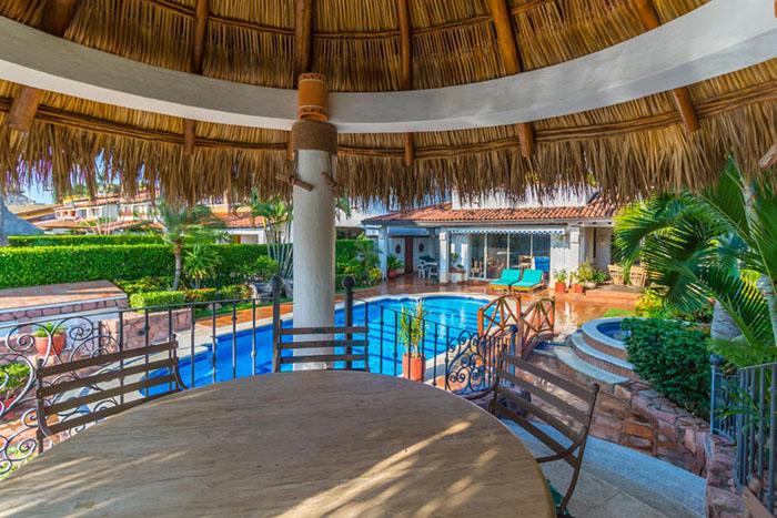 Pool-deck-villa-punta-iguana-in-marina-vallarta-puerto-vallarta