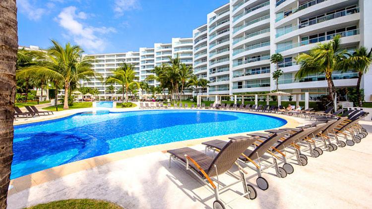 Pool and Gardens Villa Magna Ground Floor Condominium Beach-Front Nuevo Vallarta