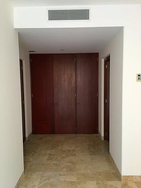 Puertas habitaciones Condominio Isla Palmares en el Campo de Golf El Tigre en Nuevo Vallarta