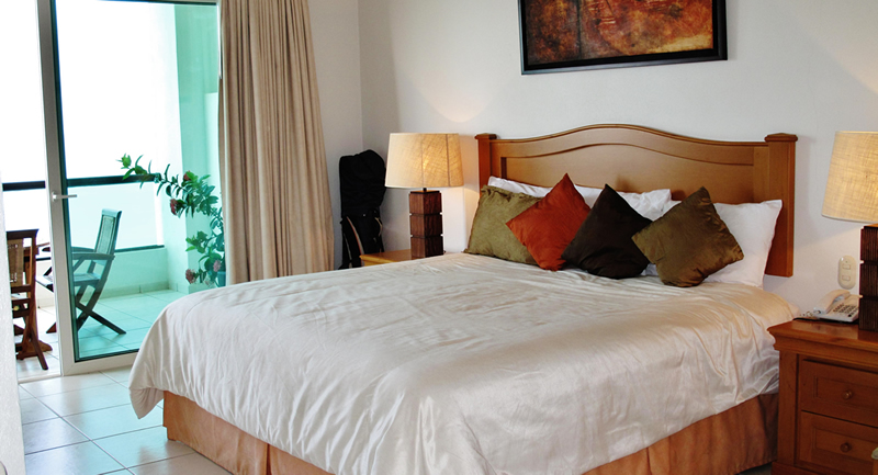 Recamara con terraza y vista al mar Terraza Condominio Playa Vista Residences en Nuevo Vallarta
