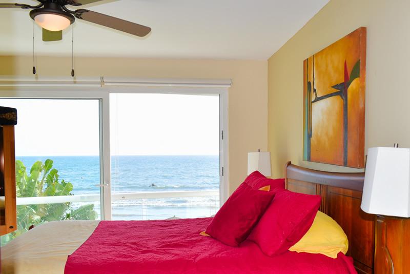 Recámara VillaMagna Nuevo Vallarta Condominio amueblado con vista al Mar