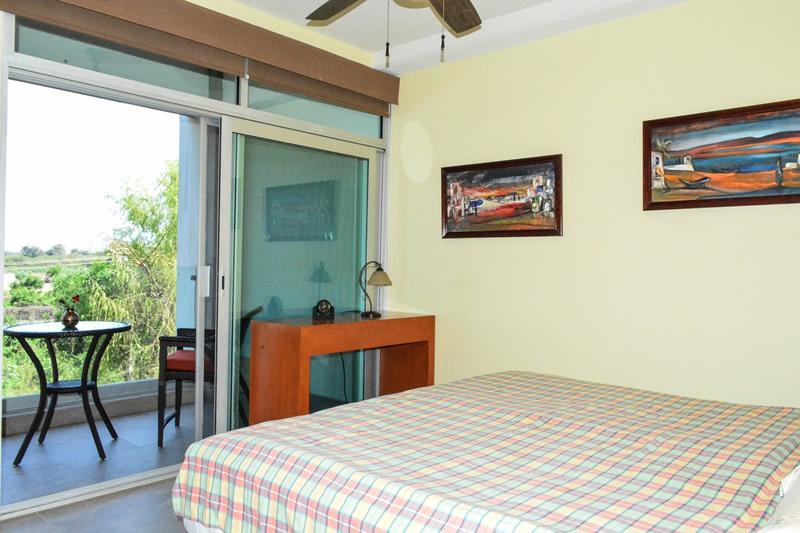 Recámara con vista en terraza Condominio amueblado en venta Living 3.14 Nuevo Vallarta