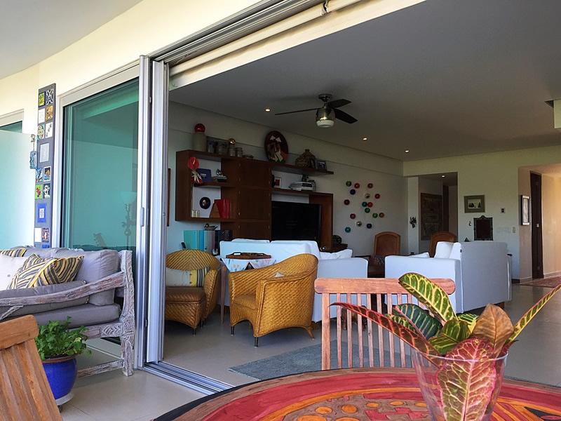 Sala con acceso a terraza Condominio en Venta Península Nuevo Vallarta Nayarit México Desarrollo Habitacional