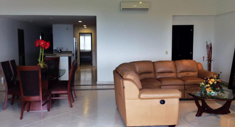 Comedor y sala Condominio Villamagna en Nuevo Vallarta