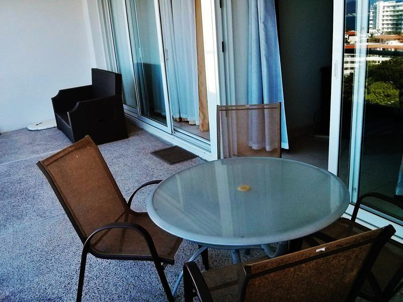 Terraza con sillon y mesa Condominio Villa Magna Nuevo Vallarta con Estudio Penthouse