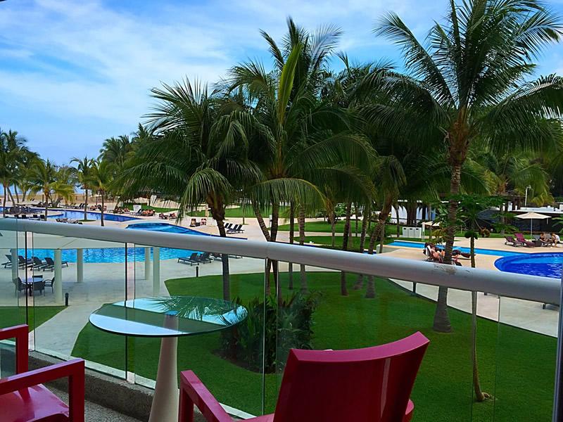 Terraza con vista a la piscina Condominio Villa Magna Nuevo Vallarta