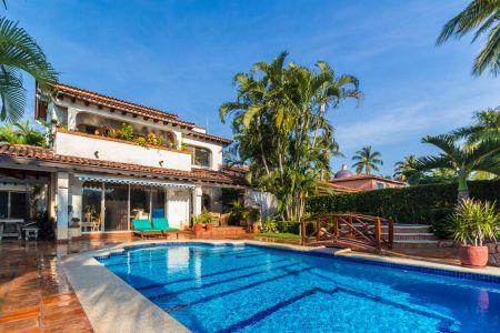 Alberca-Casa Punta Iguana en Marina Vallarta Puerto Vallarta