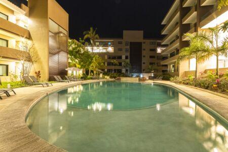 Alberca noche Fase 3 Punta Paraíso