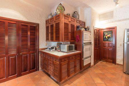 Kitchen-doors-villa-punta-iguana-in-marina-vallarta-puerto-vallarta