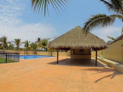 Piscina con palapas Casa Vista Lagos Paradise Village El Tigre Nuevo Vallarta Nayarit México