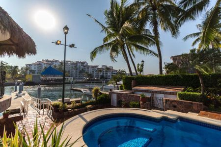 Pool-view-villa-punta-iguana-in-marina-vallarta-puerto-vallarta