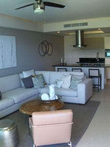 Sala y cocina Condominio Península en Nuevo Vallarta