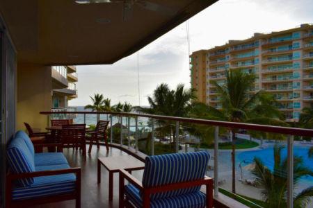Terraza con vista al mar Delcanto Condominio Nuevo Vallarta