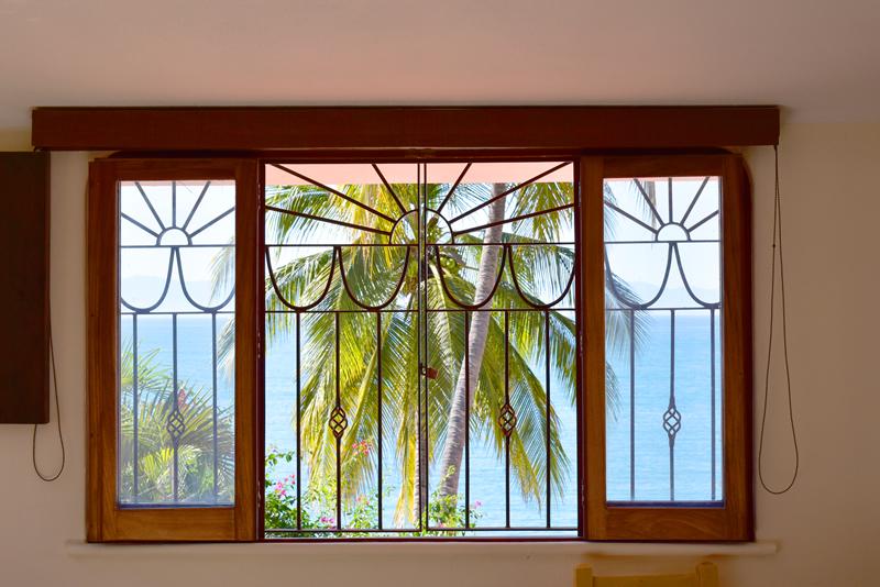 ventana con vista al mar Casa frente a la playa en venta Bucerías
